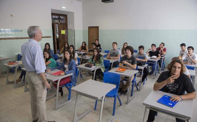 Extremadura necesita 450 profesores más para volver a las 18 horas lectivas
