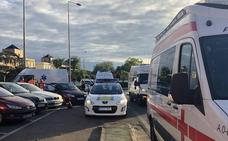 Una joven y un niño heridos en un choque en la rotonda del hotel Río de Badajoz