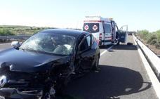Dos heridos en una colisión entre dos turismos en la A-66 a la altura de Aljucén