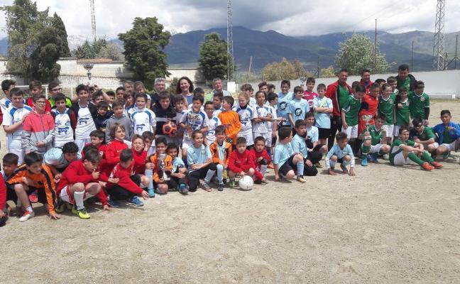Convivencia de jóvenes en torno al fútbol 8 en Madrigal