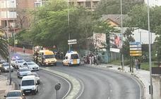 El hombre golpeado por un tractor en Badajoz permanece intubado en la UCI