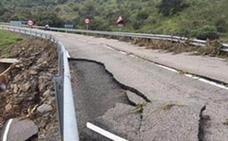 La carretera entre Pallares y Santa María de Nava, cortada por daños causados por la lluvia