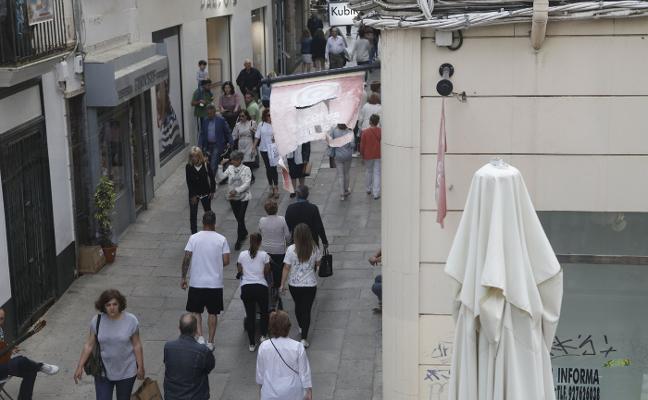 El Ayuntamiento de Cáceres exige a Aeca que retire las banderolas de San Pedro