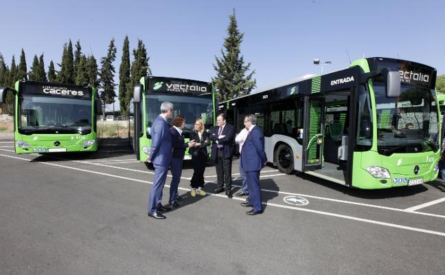 Subus renueva cuatro vehículos de su flota de autobuses urbanos en Cáceres