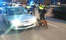 Detenido tras conducir sin luces en el coche y casi chocar contra un vehículo policial en Badajoz