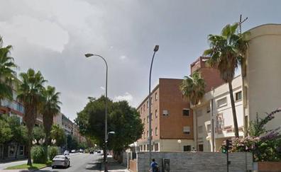 Herido grave un joven de 23 años en un accidente de moto en Badajoz