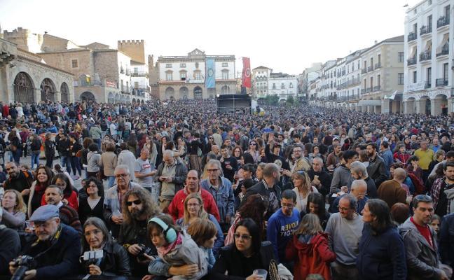 Esta tarde se despide de Cáceres uno de los festivales Womad más multitudinario