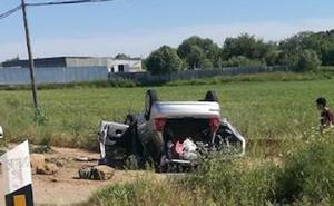 Tres jóvenes resultan heridos en una salida de vía en la N-432, a la altura de Badajoz