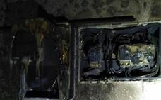 Un incendio en una vivienda en las 800 de Badajoz provoca graves daños en el salón