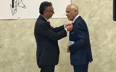 Casiano Blanco recibe el escudo de oro de la Ciudad de Don Benito