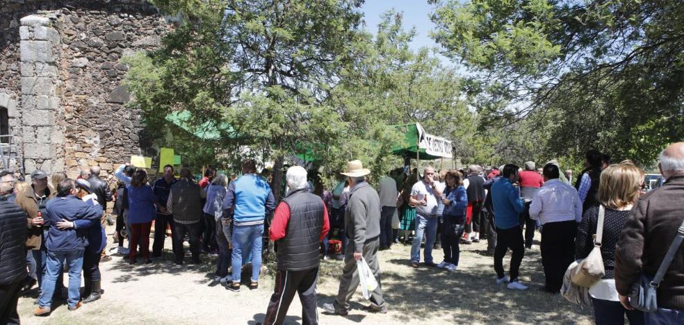 Sigue el éxito de la romería de Santa Lucía en Cáceres, que no tiene espacio