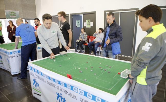 Atracción por el campeonato de fútbol chapas en Cáceres