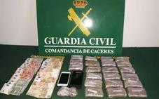 Ingresan en prisión dos varones que circulaban cerca de Plasencia con 2.200 gramos de hachís