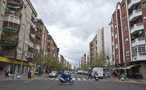 Herido un ladrón al ser golpeado por un azulejo de la fachada cuando robaba en una tienda en Badajoz