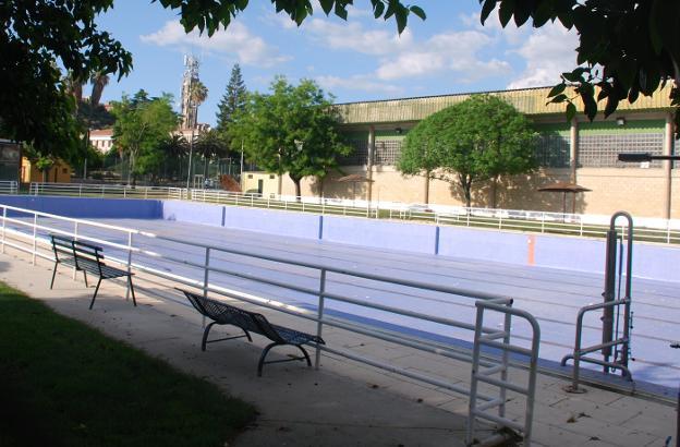 En marcha la puesta a punto de las piscinas municipales de for Piscina municipal caceres
