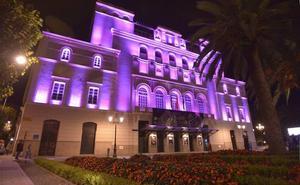 Espacios de Badajoz, Cáceres y Mérida se iluminarán de morado por la enfermedad de Crohn y la colitis ulcerosa