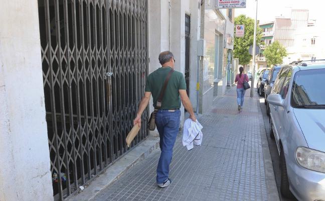 Vecinos de la calle Almendralejo sufren un problema de aguas fecales