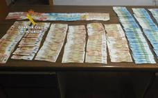 La Guardia Civil encuentra 10.000 euros en una cuneta de Moraleja