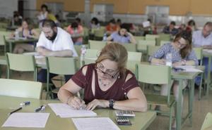 Un millar de interinos puede perder su puesto en las listas de Educación