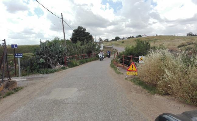 Hoy cortan el acceso a los olivos en Almendralejo