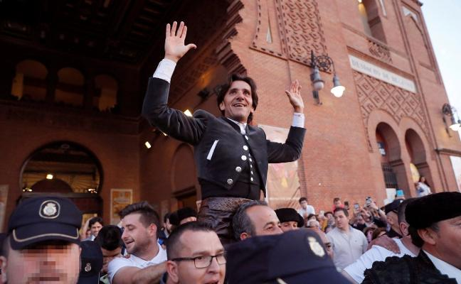 Ventura logra otra puerta grande en Madrid, pese a los 'bueyes' del Capea