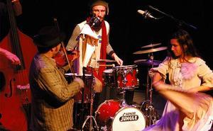 2.500 escolares asisten en Badajoz a un espectáculo musical de los Balcanes