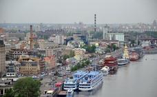 Kiev, ciudad de colinas verdes, cúpulas doradas y el gran río Dniéper
