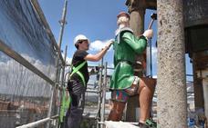 Comienza la restauración del Abuelo Mayorga, el autómata que preside la torre del reloj del Ayuntamiento de Plasencia