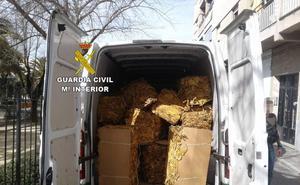 Interceptan dos furgonetas cargadas con 3.000 kilos de tabaco en Campo Arañuelo