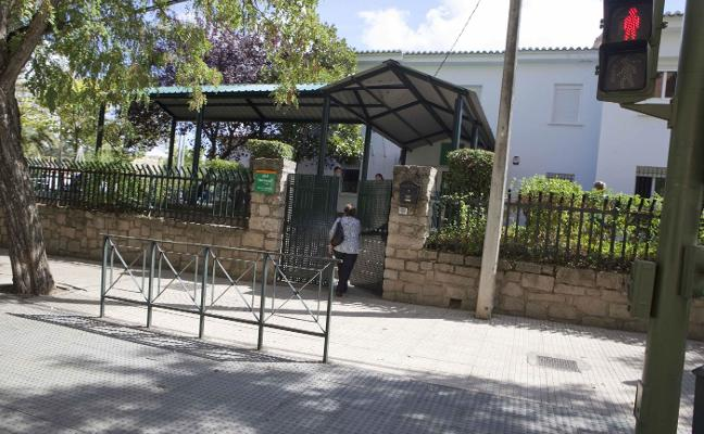 Educación retira de sus funciones, de forma cautelar, a la directora del colegio acusada de maltrato