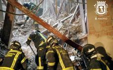Los bomberos mantienen la esperanza de hallar con vida al obrero extremeño y su compañero