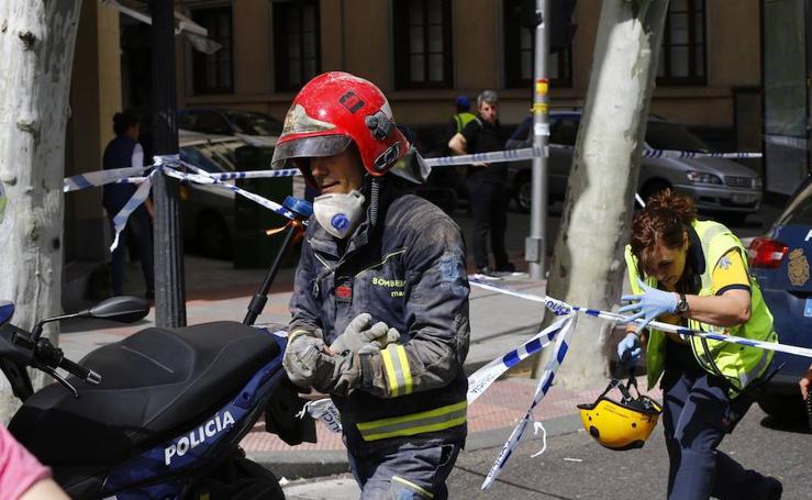 Hallan el cadáver del obrero extremeño atrapado en el derrumbe mientras los bomberos siguen buscando al segundo hombre