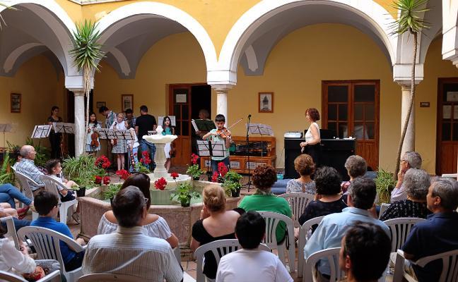 Los 'Conciertos en el patio' acercan la Escuela de Música al público de Zafra