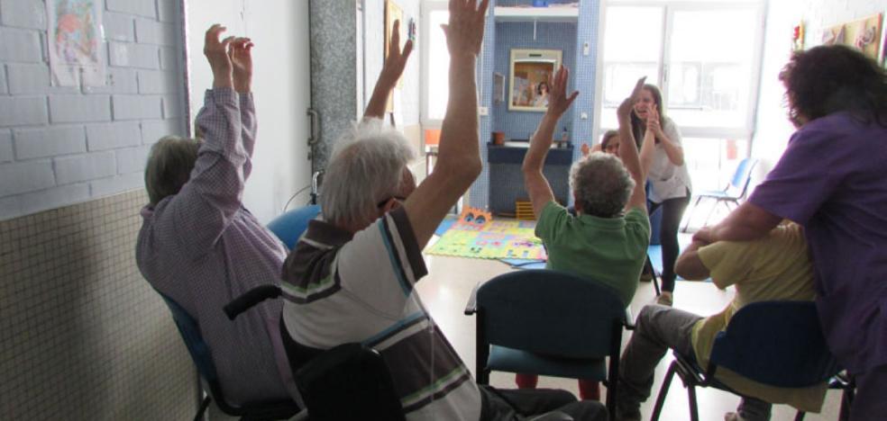 Santa Marina otorga el premio 'Vecino del año' a Aprosuba 3