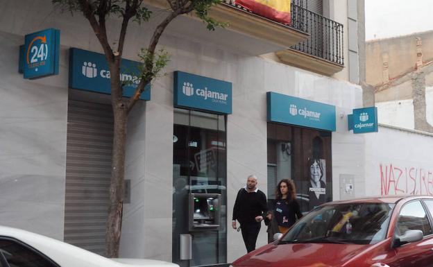 Cajamar quiere comprar caixa geral con sus 42 oficinas en for Cajamar valencia oficinas