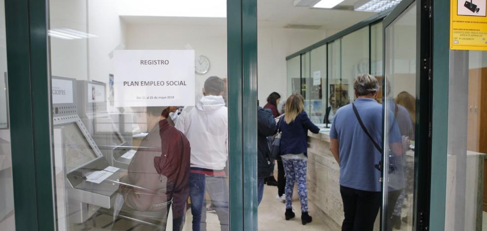 Un millar de aspirantes a uno de los 82 puestos de trabajo del Plan de Empleo Social de Cáceres