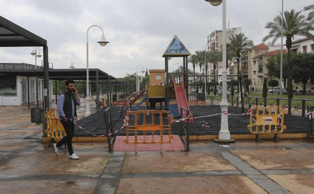Precintado el parque infantil de Fernández López