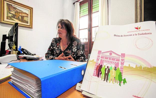La oficina ciudadana de la diputaci n recibe for Oficina de empleo caceres