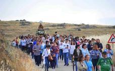 Multitudinaria despedida a la Virgen de Piedraescrita en el regreso a su ermita