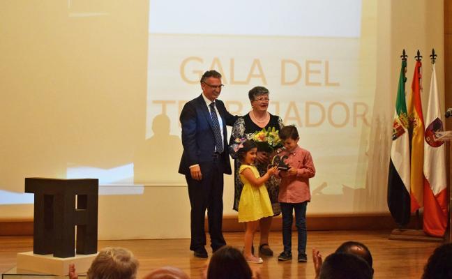 Homenaje a 24 jubilados en la Gala del Trabajador de Don Benito
