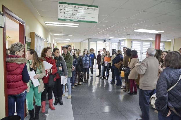 Aspirantes a enfermeros impugnaron el último examen de una oposición del SES en 2014. :: hoy/