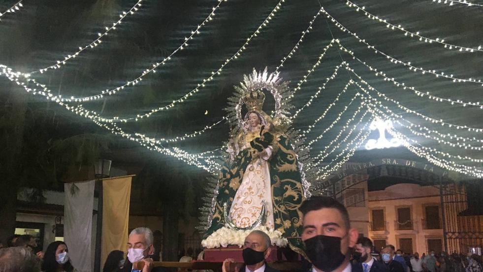 La virgen de la Piedad fue trasladada a hombros, pero sin procesión