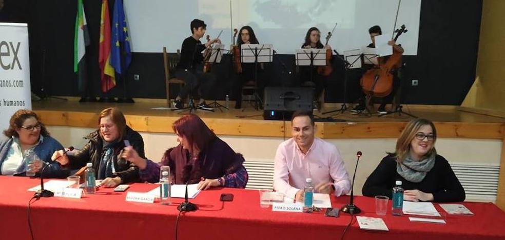 La 'Red de Comadres por la Igualdad' inauguró la exposición 'Arte por la Igualdad' en Arroyo de la Luz