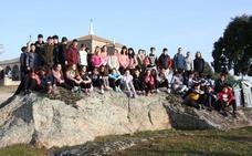 Los alumnos del IES Luis de Morales de Arroyo de la Luz han plantado 50 encinas en la Dehesa de la Luz
