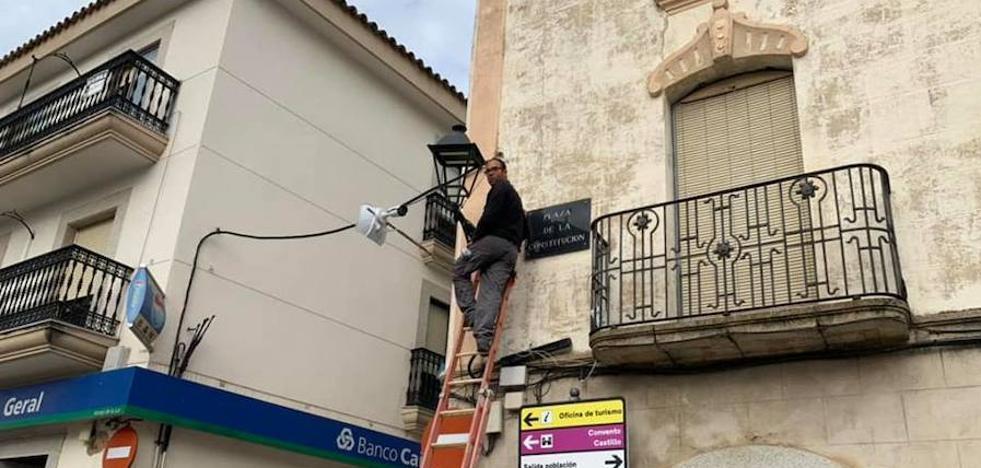 Comienza la instalación de la nueva iluminación led en Arroyo de la Luz