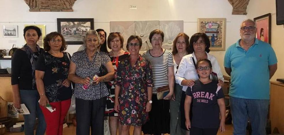 El grupo de adultos de la Escuela de Pintura 'Arte 16' inaugura una exposición con motivo de la clausura de curso