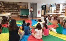 La biblioteca trabaja por romper los estereotipos entre los jóvenes con talleres y actividades