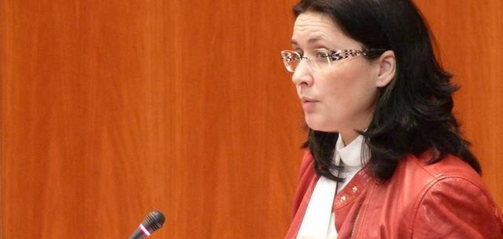 La secretaria de organización del PSOE explica los presupuestos en la 'Casa del pueblo'