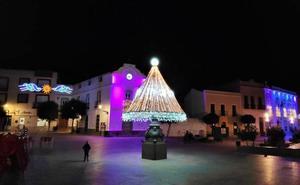 La Navidad ilumina la plaza y las calles de Calamonte