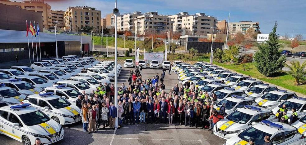 La policía estrena coche eléctrico a través de Diputación de Badajoz con el Plan MOVEN
